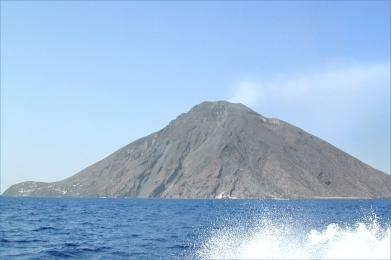 Le_Stromboli_(îles_éoliennes,_Italie)_(7091743209)